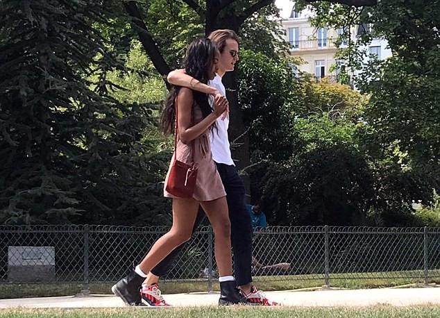 Vajza e Obamës  Malia në publik me të dashurin