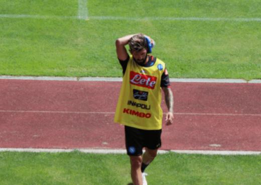 Panik te Napoli  Hysaj pëson një goditje në kokë gjatë stërvitjes