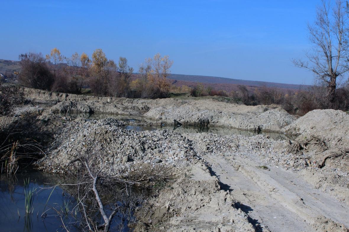 Gurthyesit dëmtojnë rrugët e 4 fshatrave të Lipjanit